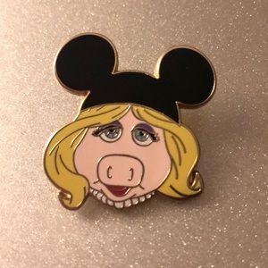 Miss piggy Disney pin
